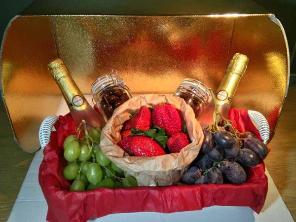 cesta fruta enamorados